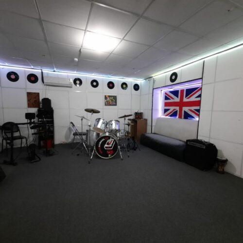 Уроки барабанов в Алматы
