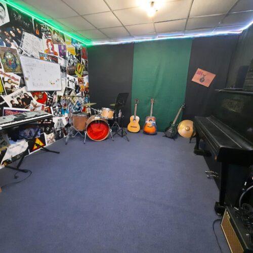 Уроки гитары и фортепиано